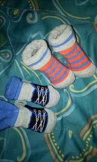 2 pairs socks