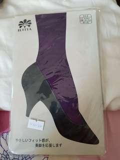 Brand new pair of purple checkered leggings