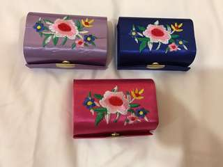 Lipstick container for 2 lipsticks
