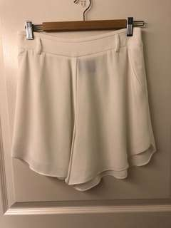 Help me to clear my wardrobe! GG5 off white shorts in medium