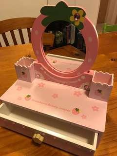 Mother garden Vanity dresser