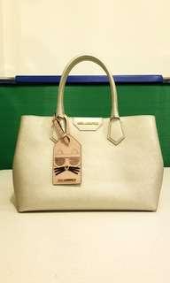 9成9新Karl Lagerfeld銀色真皮袋近乎全新