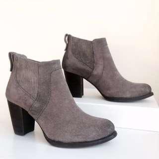 UGG Cobie II Block Heel Ankle Boots Size 8