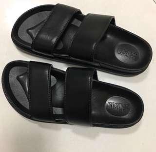Unisex Black & White Slippers