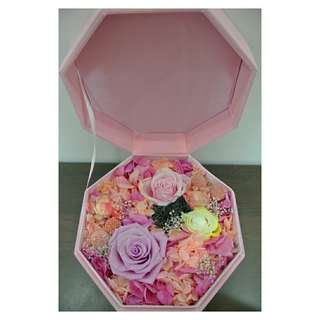 Preserved flowers in a pink box