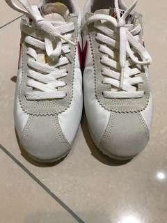 Nike阿甘球鞋