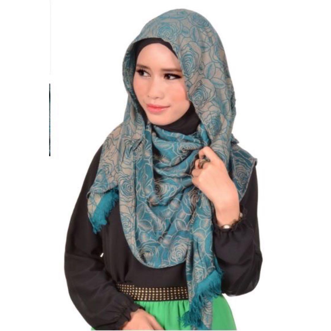 Fariha Silk Corak Bunga Ros Hijau