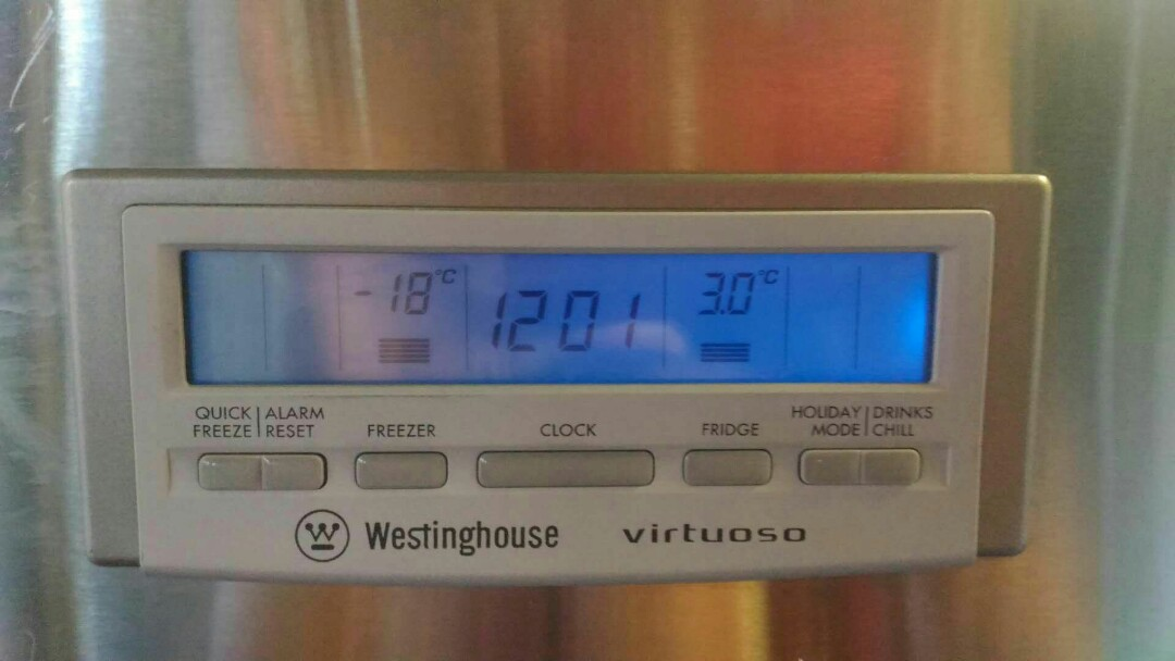 Westinghouse stainless steel frost-free fridge freezer517 litres