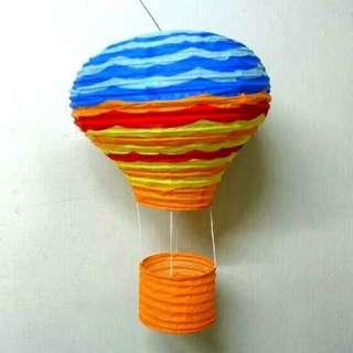 🚚 Hot-air balloon lantern decor