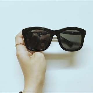 🚚 黑框金邊墨鏡