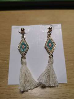 Tassel Earings (White)