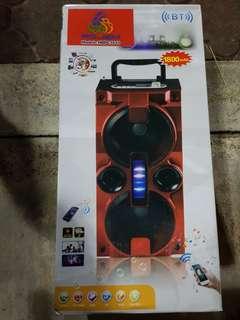 Rojem bluetooth speaker