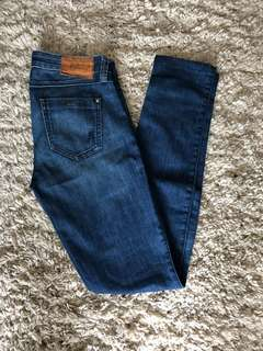 Guess by Marciano Skinny Jeans (medium wash, size 24/25)