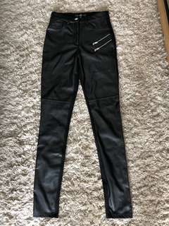 Faux Leather Skinny Pants in Black