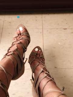 Lace up heels beige