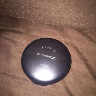 MAC Studio Fix Powder NC40