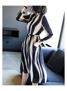 🔱 Modern Collate Printed Hip and flare printed Collared Dress