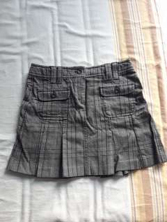 Thick plaid skirt, size 6