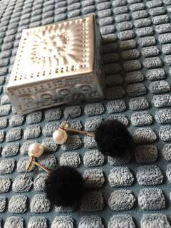 Small Pompom Earring (Anting)