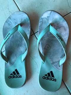 Selipar Adidas
