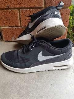 Nike Thea Air Max, Size 8, Eu39