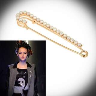 Brand NEW Large Gold Pearl Pin Brooch
