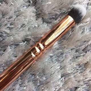 Zoeva Rose Golden Luxury Brush 142 Concealer Buffer