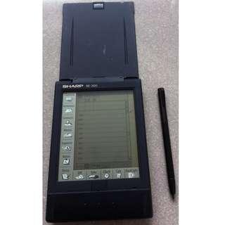 Sharp SE-300 Organizer + IntelliSync for Sharp SE-300 - Excellent Condition