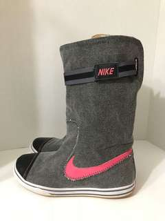 New Retro Nike Boots (Size 8)