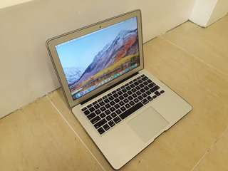 Macbook air core i5 1.7ghz 13 inch 128gb Ssd
