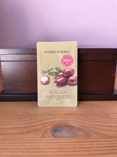 BN Nature Republic Argan essential deep care shampoo satchel