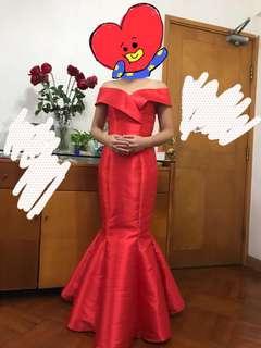 紅色魚尾敬酒裙