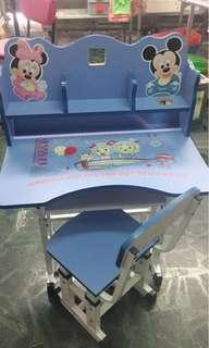 🚚 兒童書桌 很新