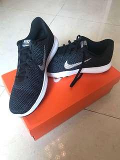 Nike Black Trainer 7