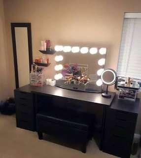 Vanity table and mirror set