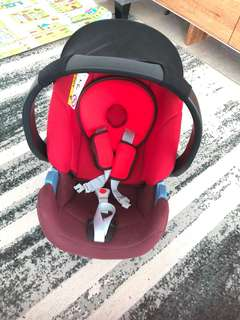Car seat new born to 8kg
