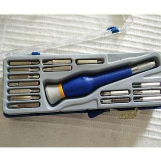 Screwdriver set for electronics repair