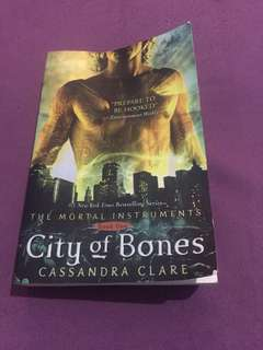 City Of Bones (Buku Impor)
