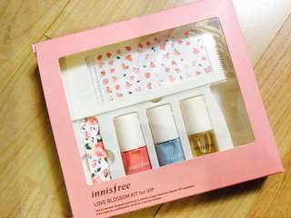 Innisfree Love Blossom Kit