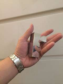 Signane huruf r bahan aluminum. Panjang x lebar x tebal = 8 cm x 2 cm x 2 cm