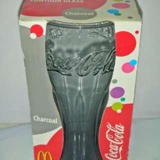 🚚 aaS1皮1商旋.全新附盒2009年發行高約14.4公分可口可樂(Coca Cola)曲線杯-冰銀灰!/6房樂箱132/-P