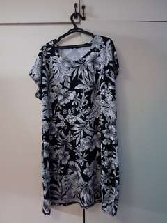 Black and White Floral Dress (Plus Size)