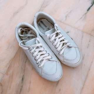 Northstar school shoe // white sneaker