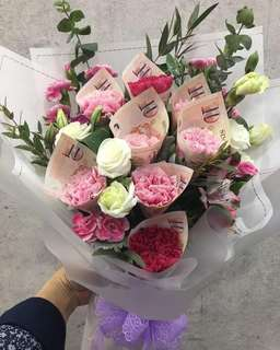 Fresh Flower Bouquet with real money
