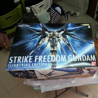 Strike Freedom Gundam box