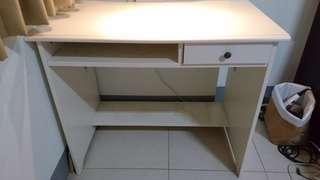 IKEA 白色書桌/電腦桌 /化妝檯