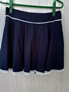 🚚 花邊深藍短裙