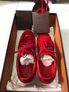 LV Frontrow Sneaker size 39.5 with extra shoe lace, box, and shoe bag