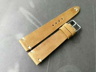 100% Handmade Genuine Calf Oiled   Leather Watch Strap Colour : Light Brown  Lug/Buckle Widths : 19/16mm Length/Buckle Side : 110/75 mm Loops/Widths : 6 mm Thickness approx : 2.5 mm Buckle : Steel