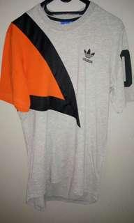 Tshirt Adidas original size S Luar